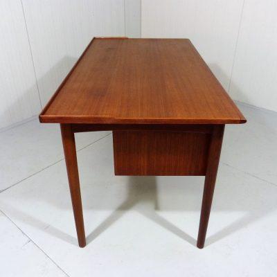 Teak Desk A.B. Lammhults Mobler 3